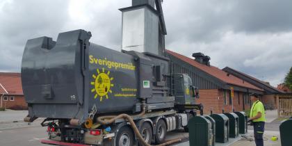 Sverigepremiär för en ny miljövänlig tvätt och service av underjordiska sopsystem och underjordsbehållare för avfall.